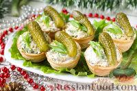 Фото к рецепту: Тарталетки с корнишонами и сыром
