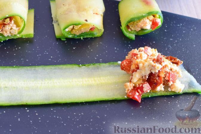 Фото приготовления рецепта: Рулетики из огурцов - шаг №9