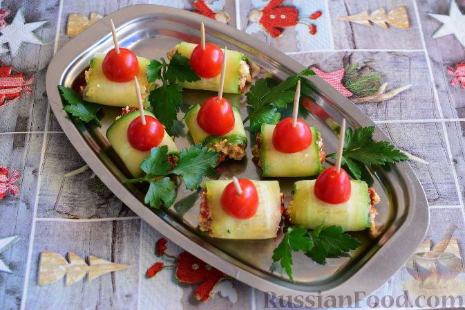 Фото приготовления рецепта: Рулетики из огурцов - шаг №12