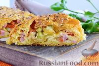 Фото к рецепту: Слоеный рулет с ветчиной, сыром и маринованными огурцами
