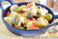 Фото к рецепту: Цветная капуста с оливками и каперсами