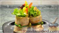 Фото к рецепту: Рулетики из блинов с курицей, сыром и перцем