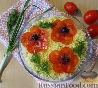 """Фото к рецепту: Слоеный салат """"Букет маков"""" с курицей и грибами"""
