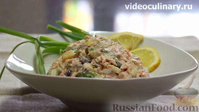 Фото приготовления рецепта: Салат с печенью, сладким перцем, помидорами и орехами - шаг №3