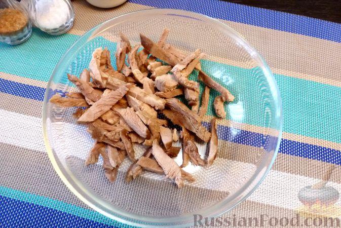 Фото приготовления рецепта: Мясной салат со сладким перцем - шаг №9