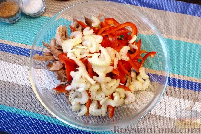 Фото приготовления рецепта: Мясной салат со сладким перцем - шаг №11