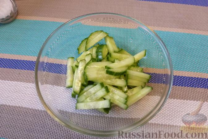Фото приготовления рецепта: Мясной салат со сладким перцем - шаг №2