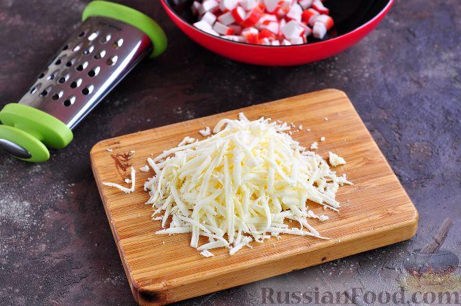 Фото приготовления рецепта: Салат из краснокочанной капусты с яблоком, имбирём и медово-горчичной заправкой - шаг №3