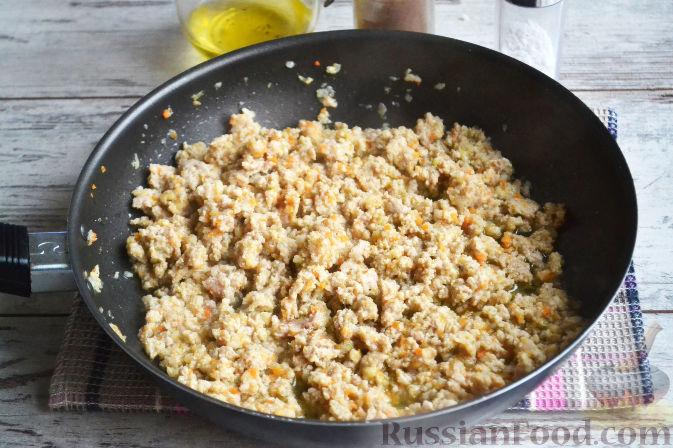 Фото приготовления рецепта: Рис с овощами, в сковороде - шаг №3
