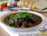 Фото к рецепту: Гуляш из говядины в густом луковом соусе