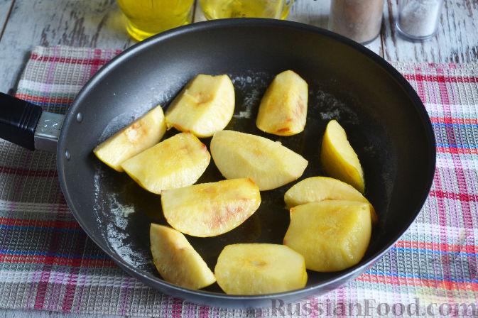 Фото приготовления рецепта: Курица с айвой (в сидре) - шаг №4