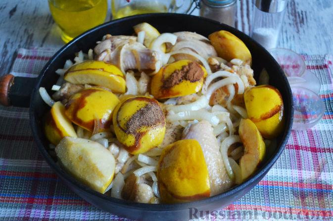 Фото приготовления рецепта: Курица с айвой (в сидре) - шаг №16