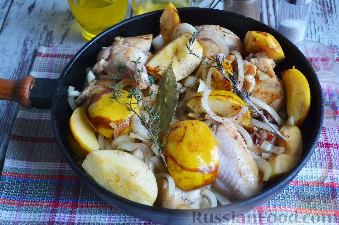 Фото приготовления рецепта: Курица с айвой (в сидре) - шаг №17