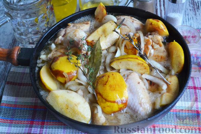 Фото приготовления рецепта: Курица с айвой (в сидре) - шаг №18