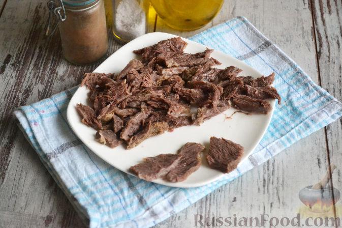 Фото приготовления рецепта: Салат «Ташкент» с говядиной и редькой - шаг №2