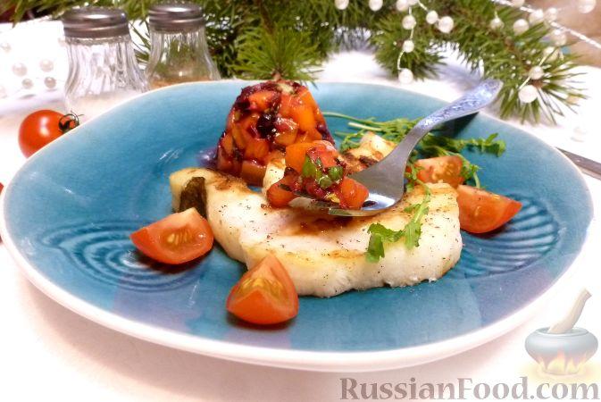Фото к рецепту: Рыба с сальсой из хурмы и клюквы