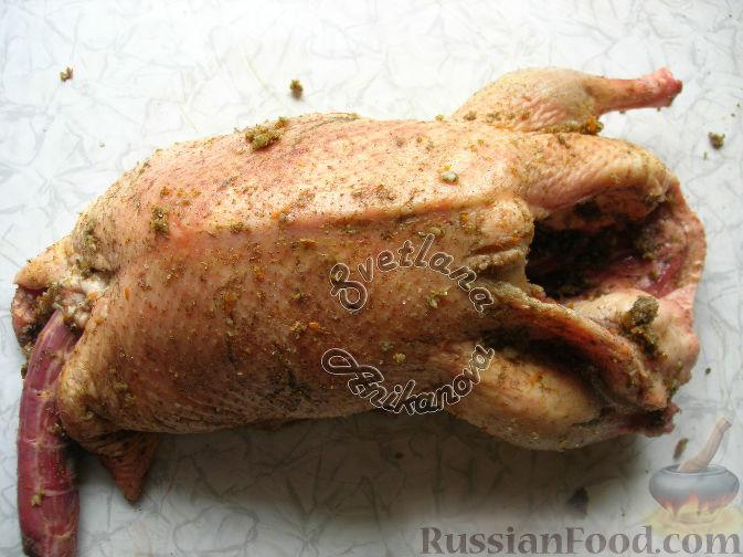 Фото приготовления рецепта: Сочная утка, запеченная с апельсинами - шаг №3