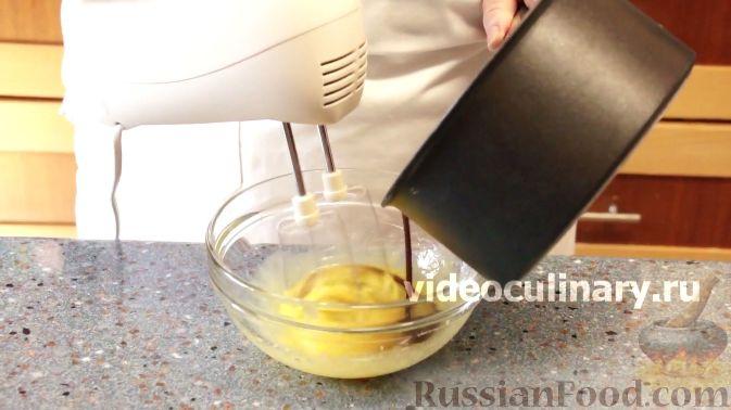 Фото приготовления рецепта: Лимонный кекс с сиропом - шаг №1