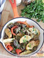 Фото к рецепту: Жаркое из куриной печени, с яблоками и болгарским перцем