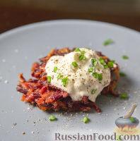 Фото к рецепту: Картофельные драники со свеклой
