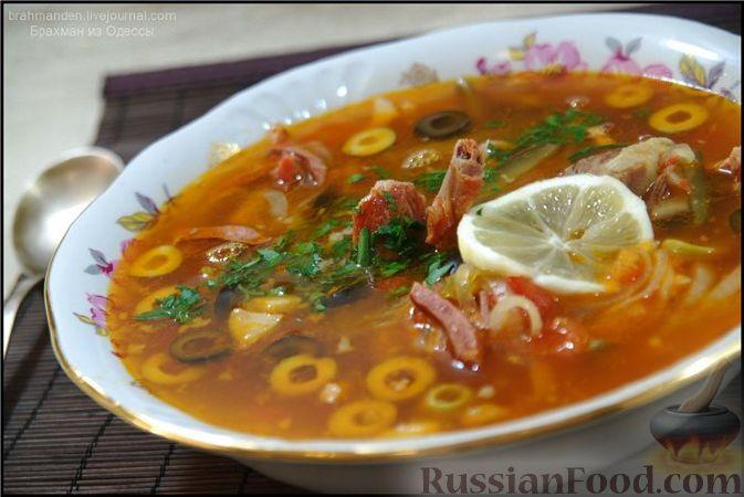 Фото приготовления рецепта: Мясные тефтели с начинкой из целых шампиньонов, запечённые в томатном соусе - шаг №1