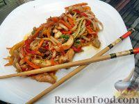 Фото к рецепту: Яки удон тори (лапша удон с курицей и овощами)