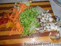 Фото приготовления рецепта: Яки удон тори (лапша удон с курицей и овощами) - шаг №2
