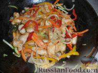 Фото приготовления рецепта: Яки удон тори (лапша удон с курицей и овощами) - шаг №3
