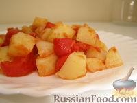 Фото к рецепту: Картофельный салат с болгарским перцем и томатной заправкой