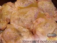 Фото приготовления рецепта: Куриные бедрышки, запеченные с яблоками - шаг №4