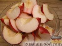 Фото приготовления рецепта: Куриные бедрышки, запеченные с яблоками - шаг №5