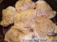 Фото приготовления рецепта: Куриные бедрышки, запеченные с яблоками - шаг №6