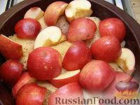 Фото приготовления рецепта: Куриные бедрышки, запеченные с яблоками - шаг №7
