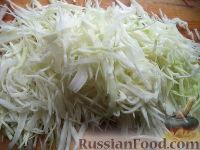 Фото приготовления рецепта: Квашеная капуста со свеклой и морковью - шаг №2