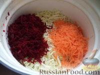 Фото приготовления рецепта: Квашеная капуста со свеклой и морковью - шаг №6