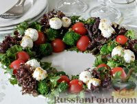 """Фото к рецепту: Салат """"Новогодний венок"""""""