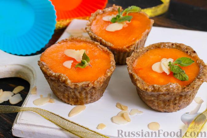 Фото к рецепту: Пирожные из хурмы и миндаля