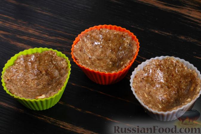 Фото приготовления рецепта: Пирожные из хурмы и миндаля - шаг №3