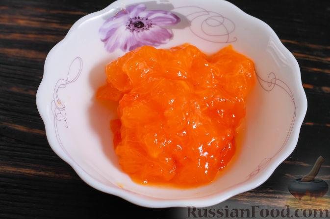 Фото приготовления рецепта: Пирожные из хурмы и миндаля - шаг №4