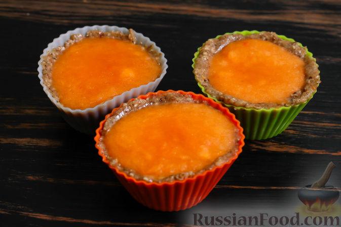 Фото приготовления рецепта: Пирожные из хурмы и миндаля - шаг №5