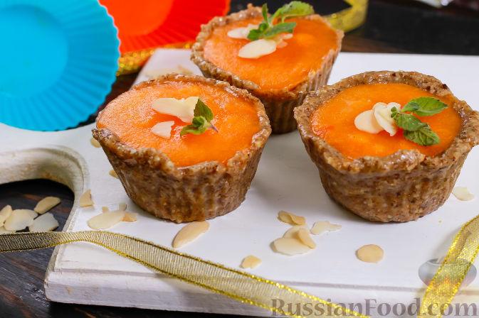 Фото приготовления рецепта: Пирожные из хурмы и миндаля - шаг №7