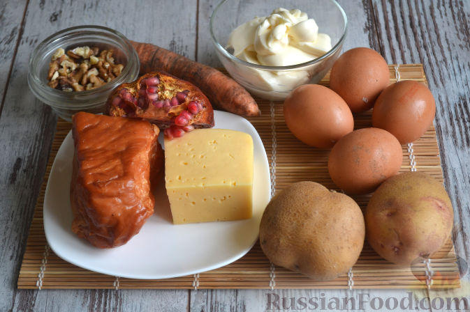 Фото приготовления рецепта: Салат с копченой курицей - шаг №1