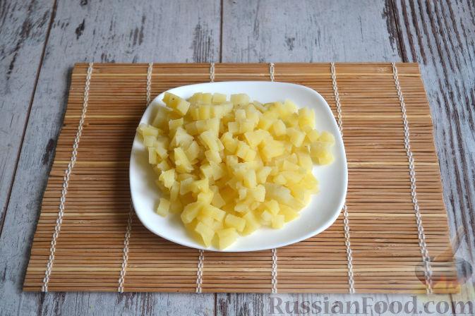 Фото приготовления рецепта: Салат с копченой курицей - шаг №2
