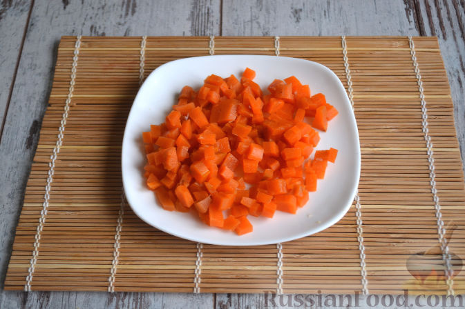 Фото приготовления рецепта: Салат с копченой курицей - шаг №3