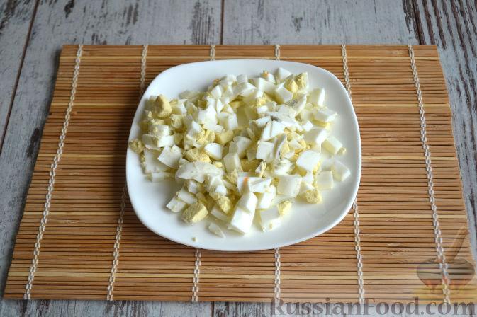 Фото приготовления рецепта: Салат с копченой курицей - шаг №5