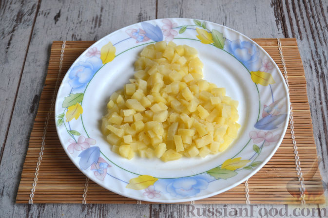 Фото приготовления рецепта: Салат с копченой курицей - шаг №6