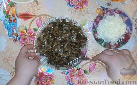 "Фото приготовления рецепта: Салат ""Собачка"" - шаг №10"