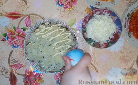 "Фото приготовления рецепта: Салат ""Собачка"" - шаг №11"