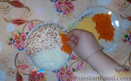 "Фото приготовления рецепта: Салат ""Собачка"" - шаг №14"