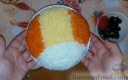 "Фото приготовления рецепта: Салат ""Собачка"" - шаг №15"